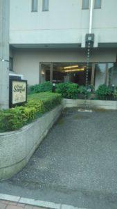 ホテルの玄関口の写真